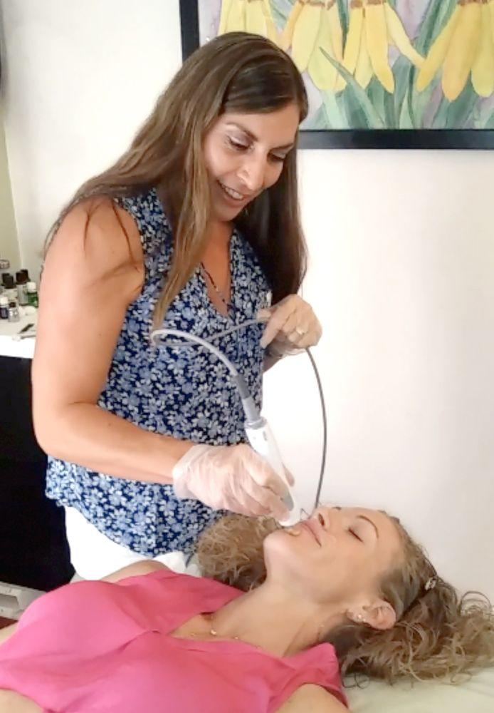 Dr. Kovalik giving her patient a TempSure Treatment.
